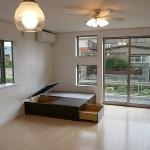 和泉・O邸 存在感たっぷりの大黒柱がある現代風の住宅